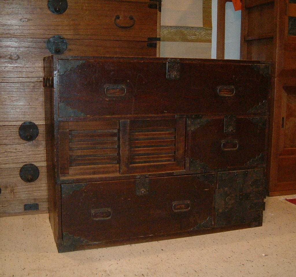 Japanese antique old tansu furniture hana for Old asian furniture
